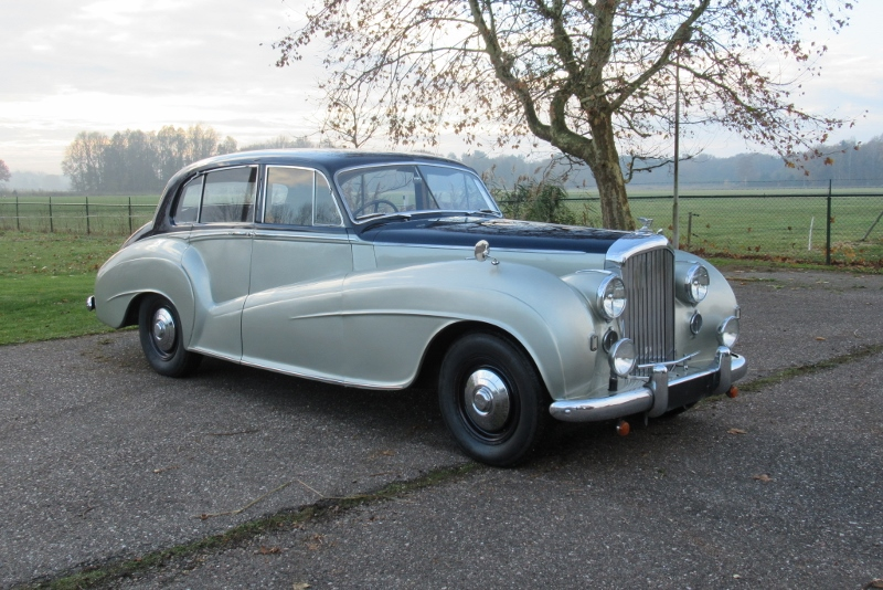 Bentley MK VI Special Light Weight 4 dr saloon by H.J. Mulliner 1950     € 48.000,-