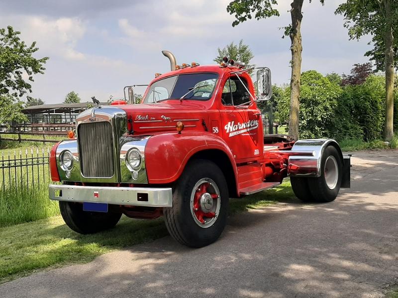 Mack     SOLD     B61T Diesel 1958